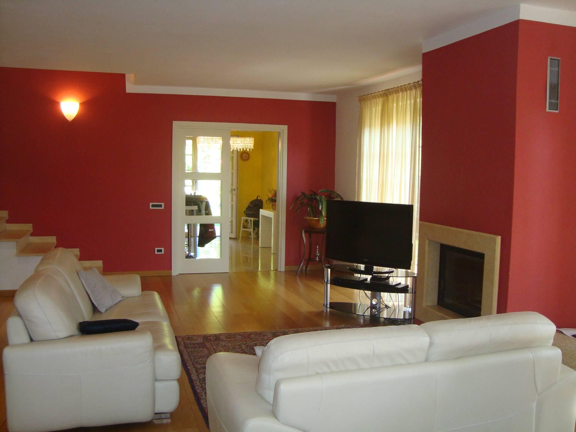 Villa in vendita a Bagni di Lucca, 6 locali, Trattative riservate | Cambio Casa.it