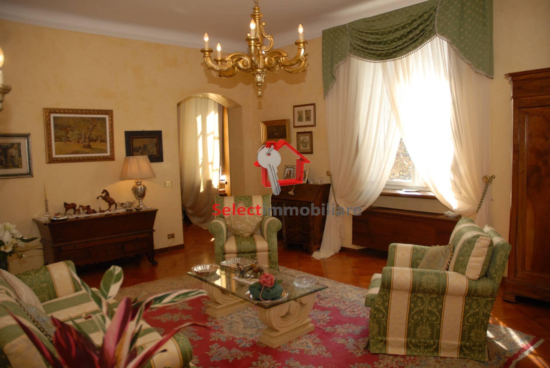 Appartamento in vendita a Bagni di Lucca, 8 locali, zona Località: PonteaSerraglio, prezzo € 350.000 | Cambio Casa.it