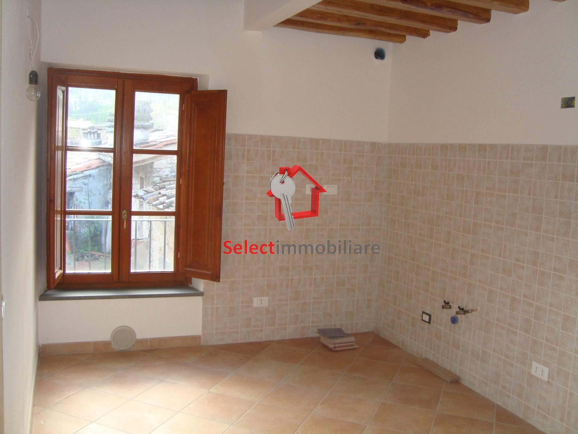 Appartamento in affitto a Borgo a Mozzano, 4 locali, prezzo € 145.000 | Cambio Casa.it