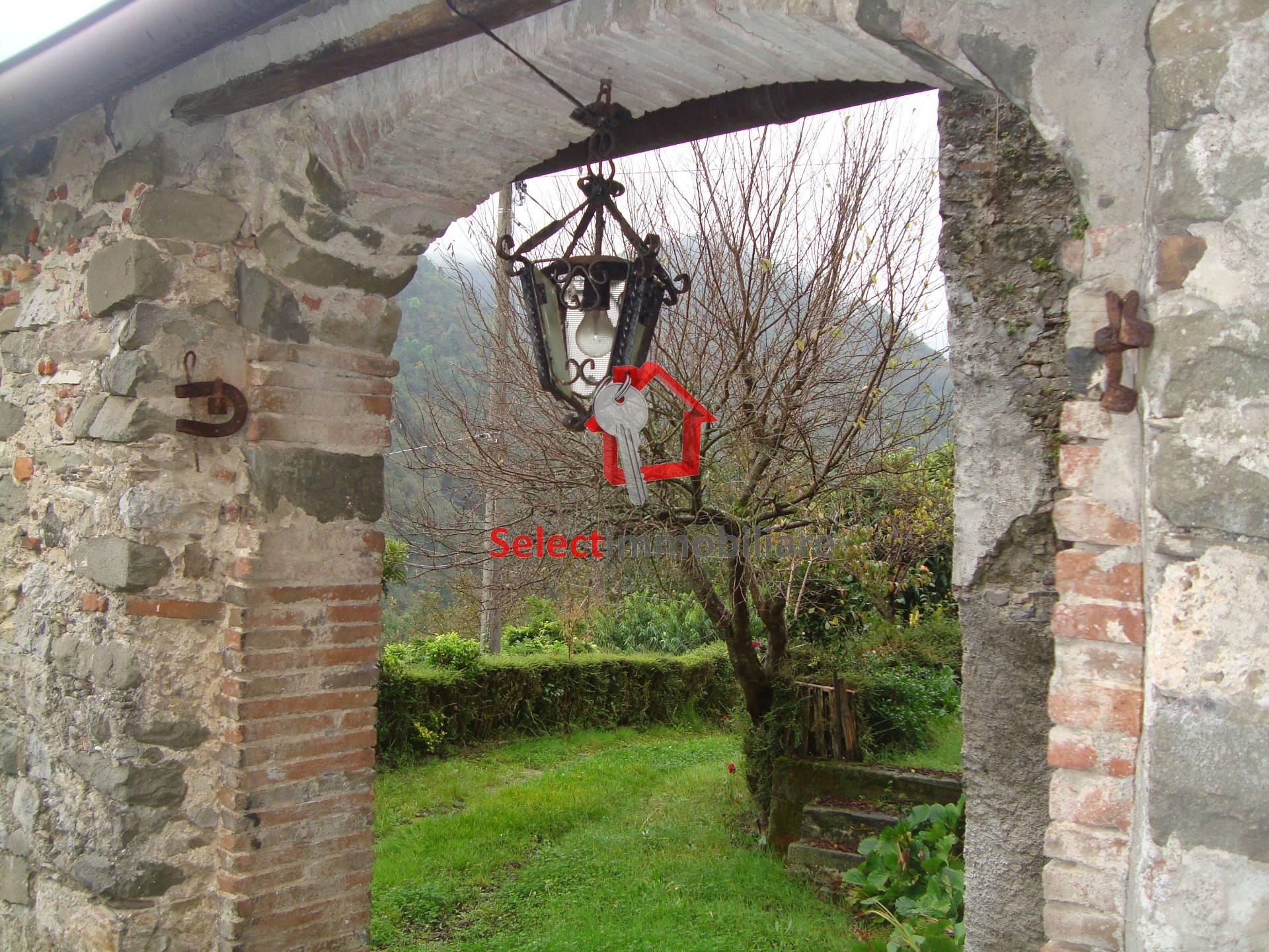 Appartamento in vendita a Pescaglia, 9 locali, prezzo € 125.000 | Cambio Casa.it