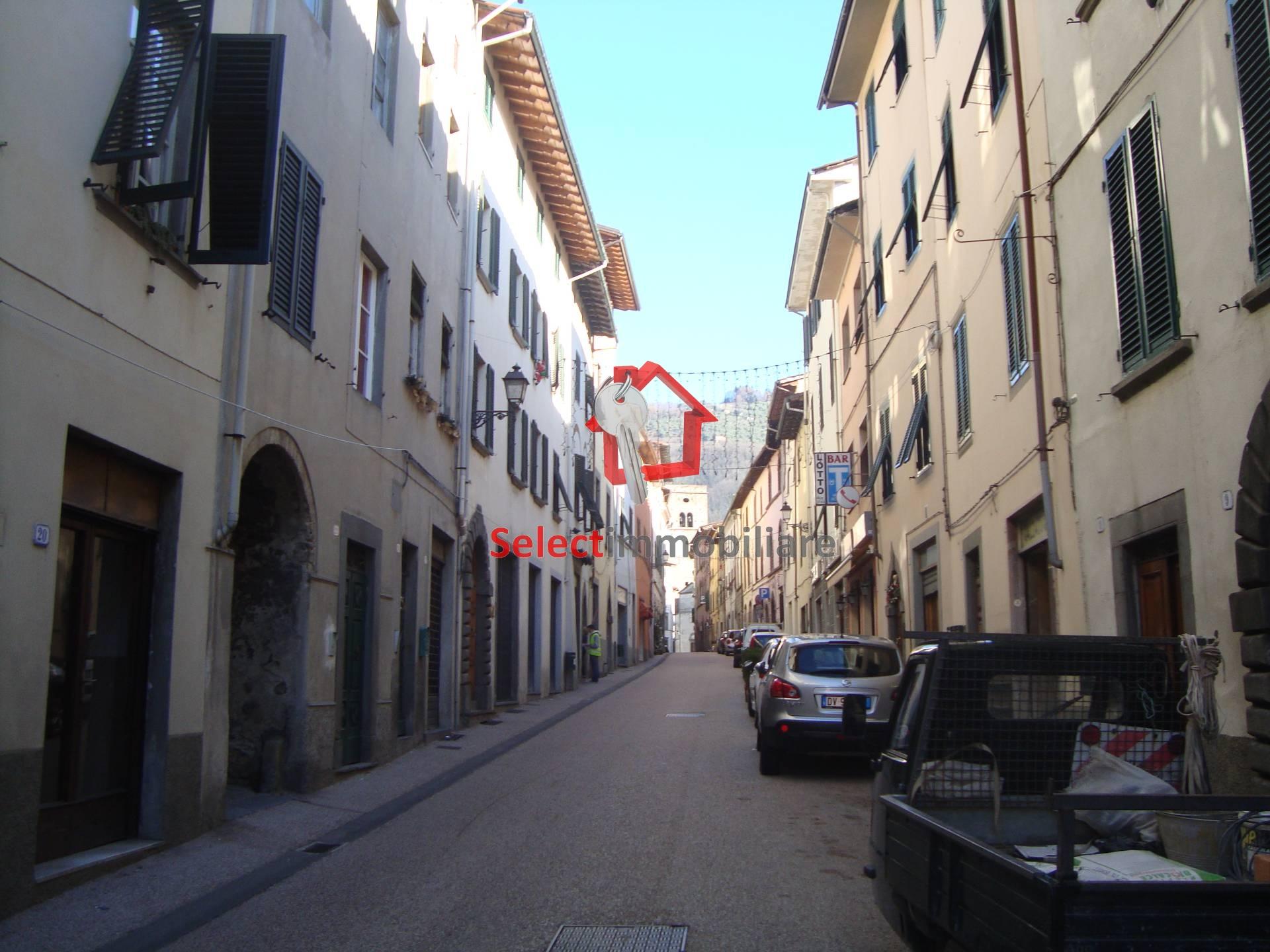 Appartamento in vendita a Borgo a Mozzano, 7 locali, zona Località: capoluogo, prezzo € 160.000 | Cambio Casa.it