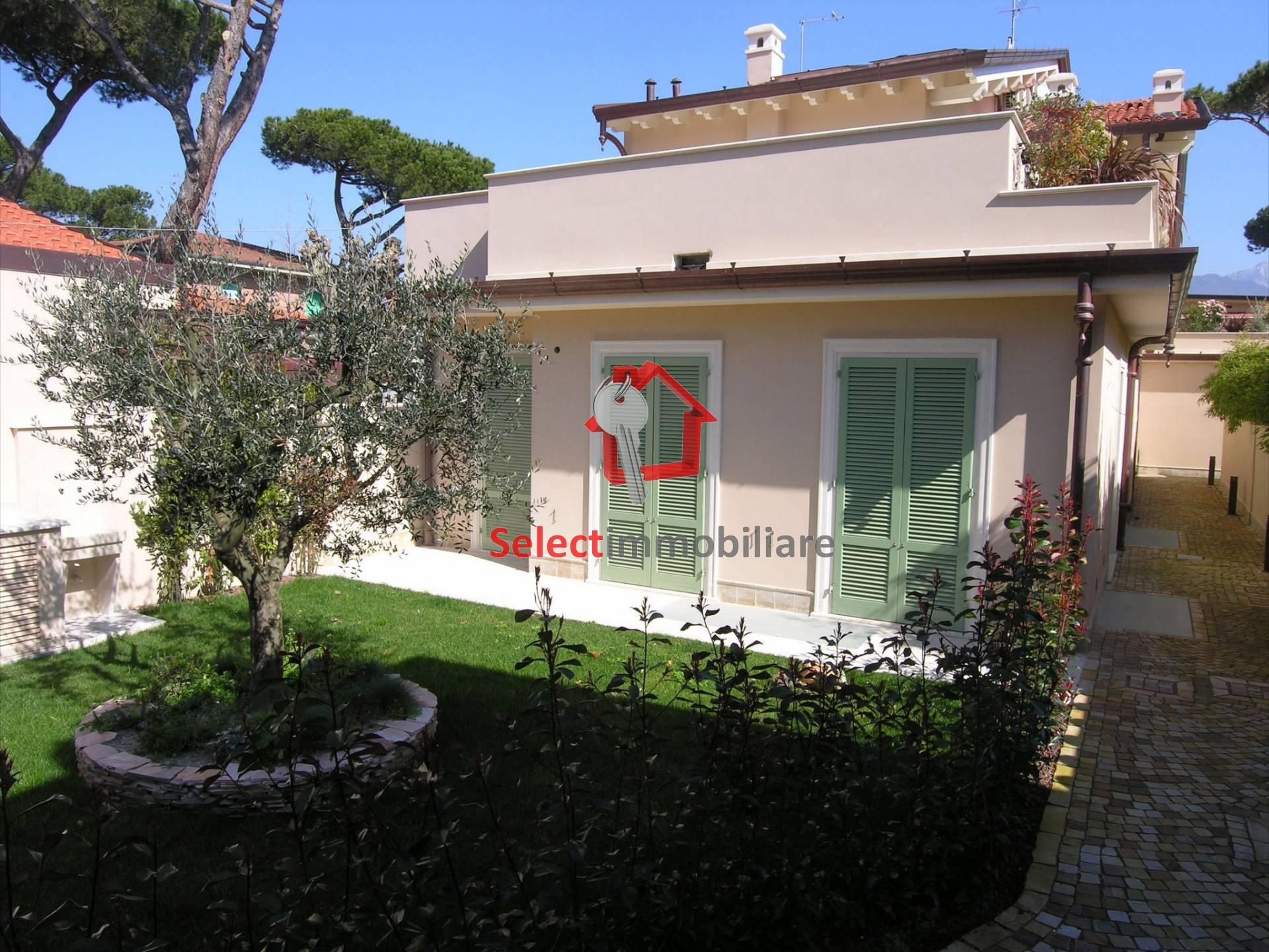 Negozio / Locale in vendita a Forte dei Marmi, 9999 locali, zona Località: VittoriaApuana, prezzo € 990.000 | Cambio Casa.it