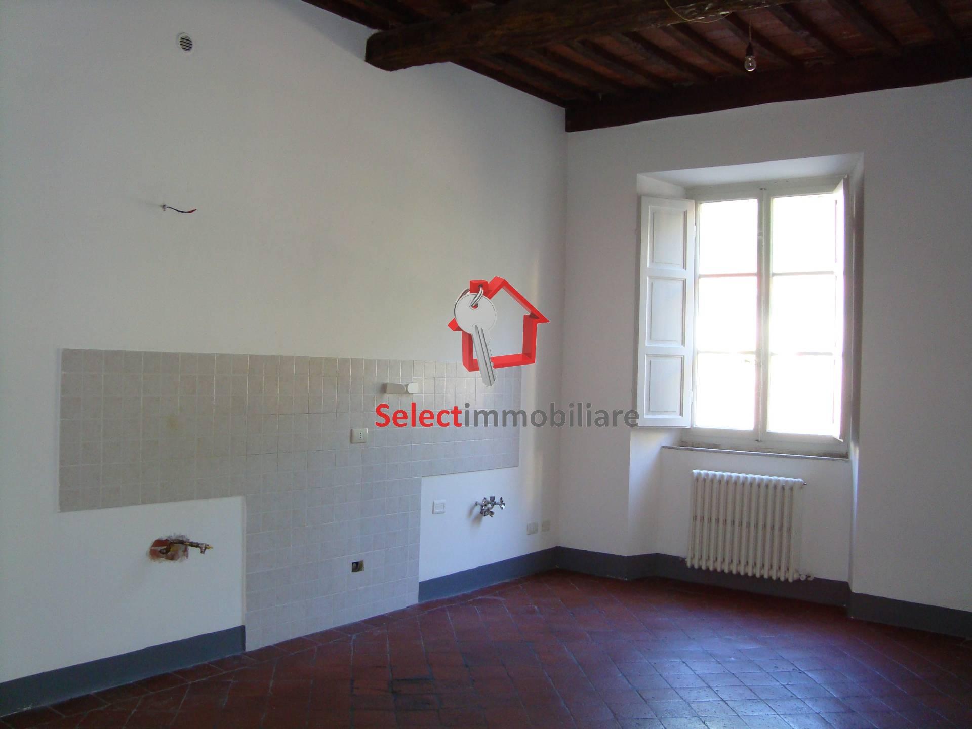 Appartamento in affitto a Borgo a Mozzano, 5 locali, zona Località: capoluogo, prezzo € 550 | Cambio Casa.it