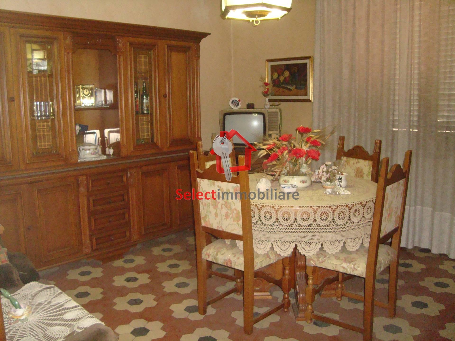 Appartamento in vendita a Borgo a Mozzano, 5 locali, zona Località: capoluogo, prezzo € 120.000 | Cambio Casa.it