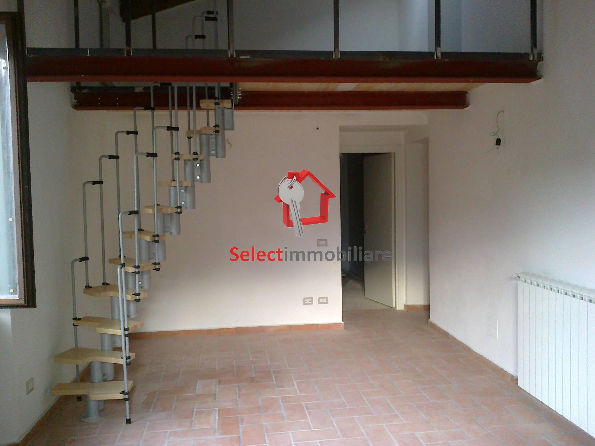Appartamento in vendita a Bagni di Lucca, 4 locali, prezzo € 180.000 | Cambio Casa.it