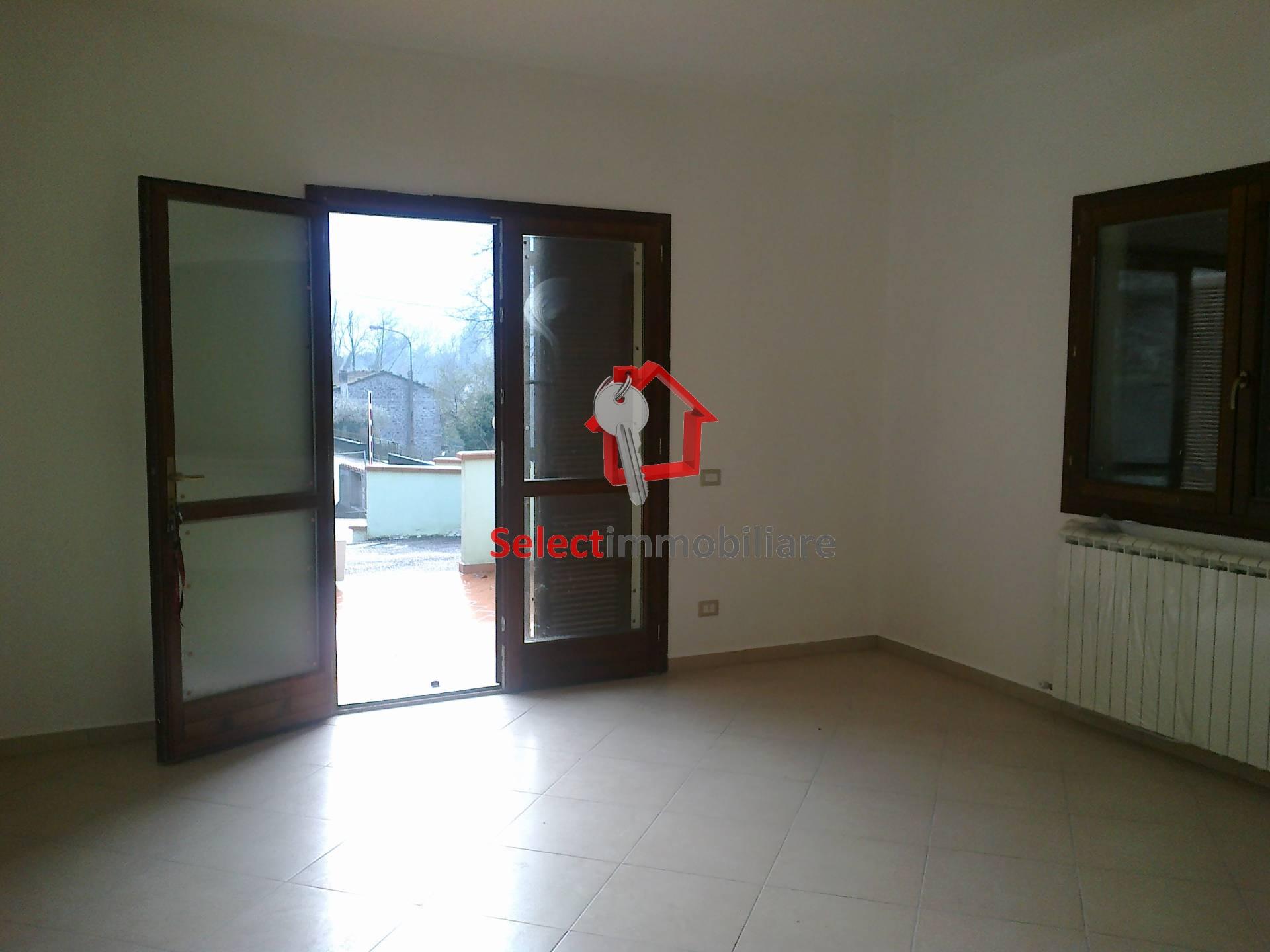 Appartamento in vendita a Bagni di Lucca, 5 locali, prezzo € 220.000 | Cambio Casa.it