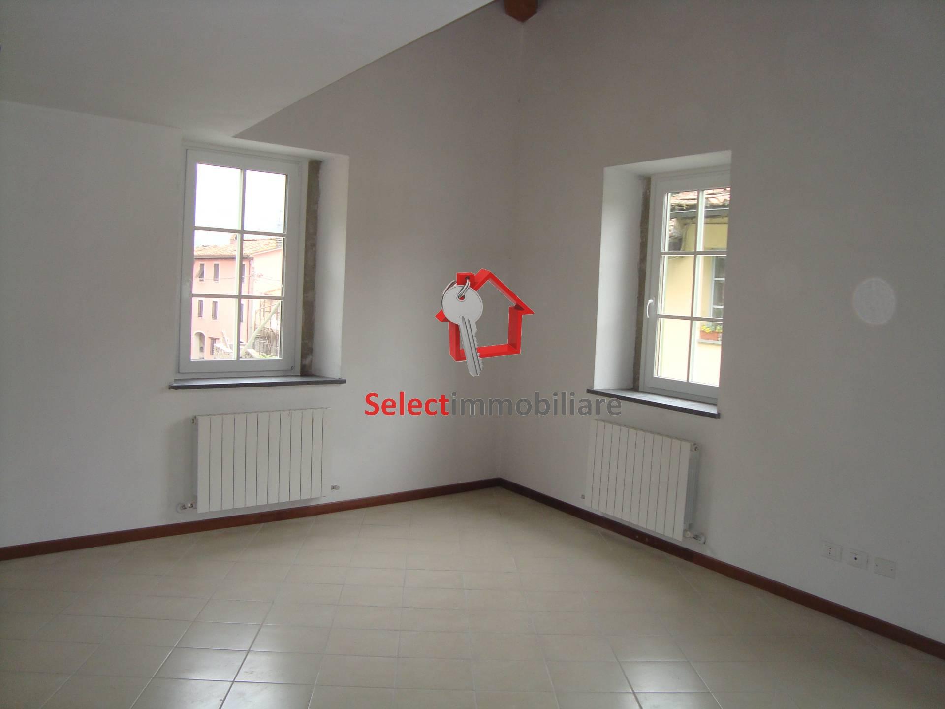 Appartamento in vendita a Borgo a Mozzano, 2 locali, zona Zona: Diecimo, prezzo € 95.000 | Cambio Casa.it
