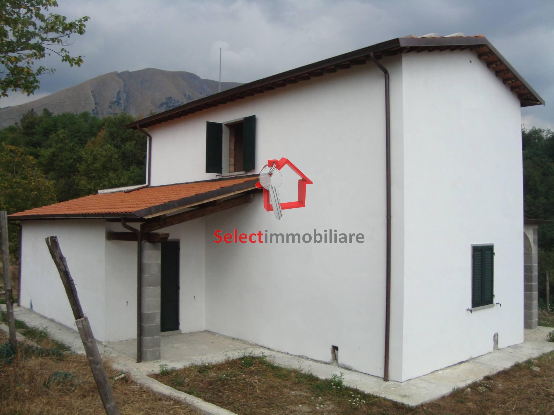 Villa in Vendita a Bagni di Lucca