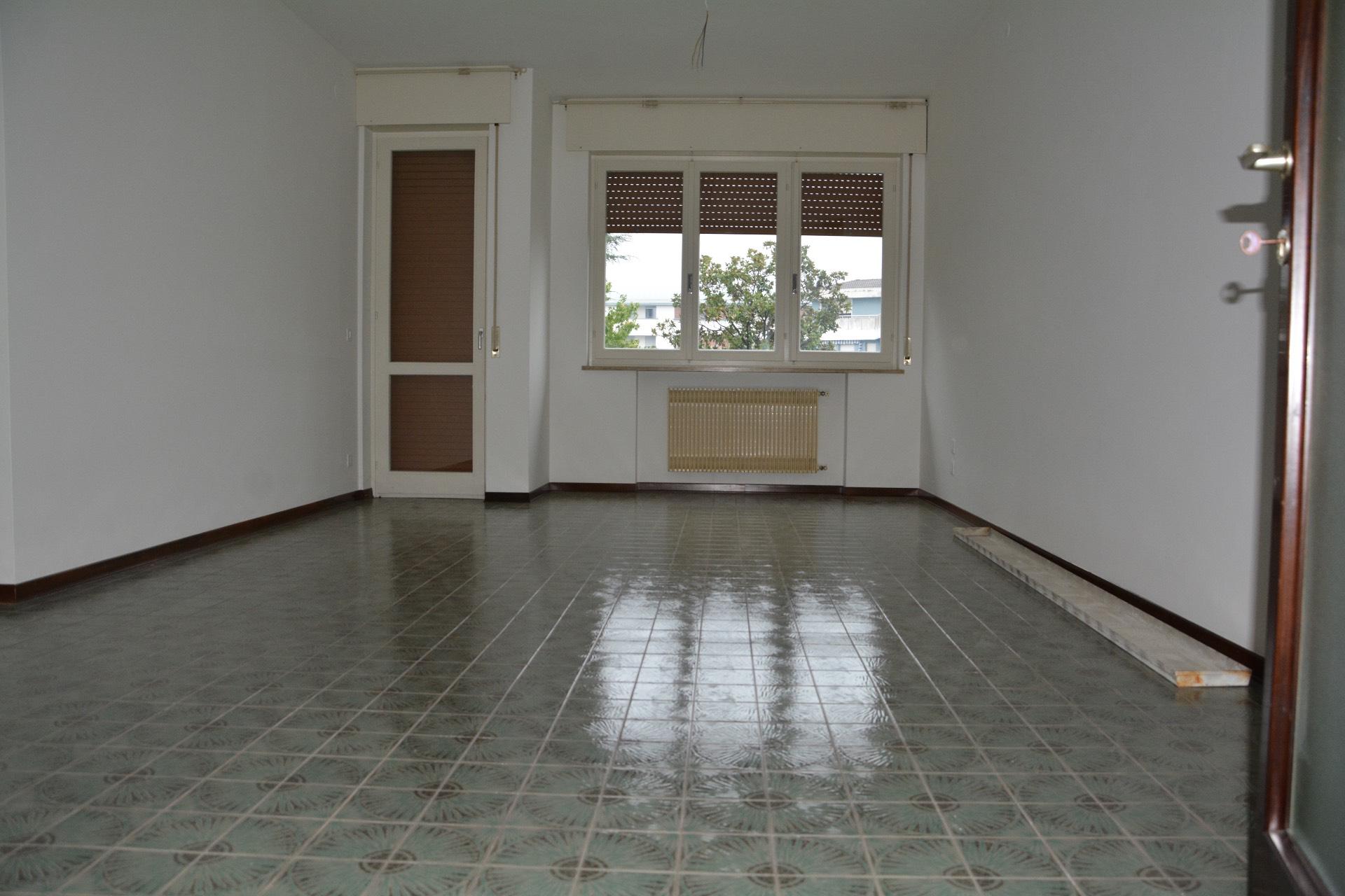 Appartamento in affitto a Conegliano, 8 locali, zona Località: Conegliano, prezzo € 480 | Cambio Casa.it