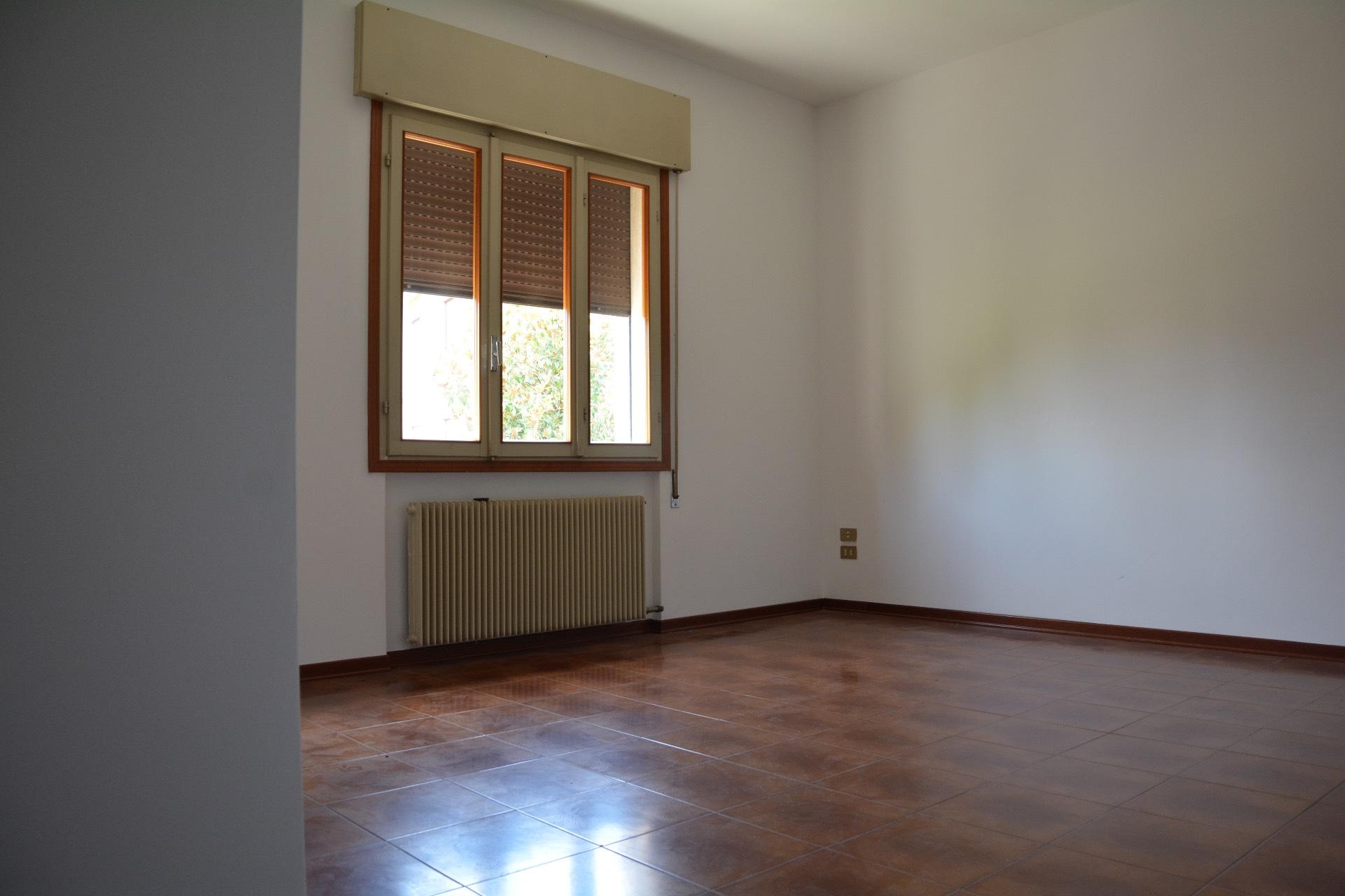 Appartamento in affitto a Conegliano, 5 locali, zona Zona: Campolongo, prezzo € 400 | Cambio Casa.it