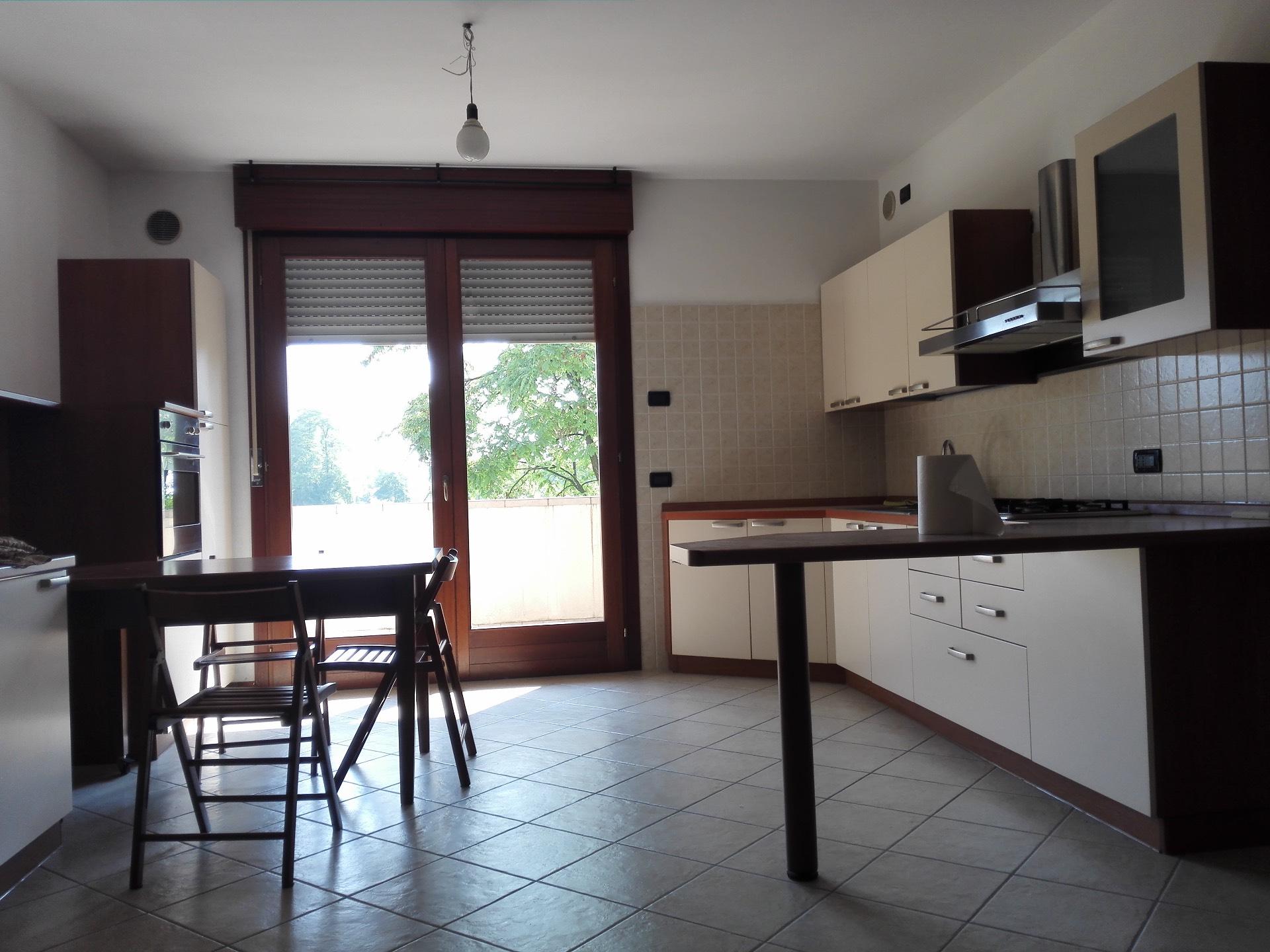 Appartamento in affitto a Santa Lucia di Piave, 5 locali, zona Località: S.aLucia, prezzo € 480 | Cambio Casa.it