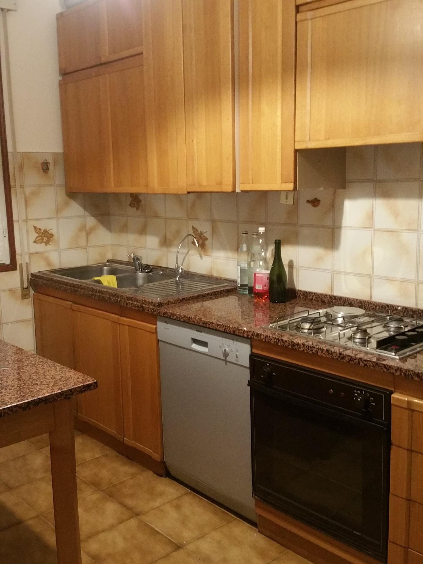 Appartamento in affitto a Conegliano, 7 locali, zona Zona: Parè, prezzo € 500 | Cambio Casa.it