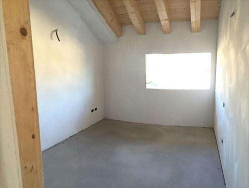Appartamento in vendita a Santa Lucia di Piave, 5 locali, prezzo € 265.000 | CambioCasa.it