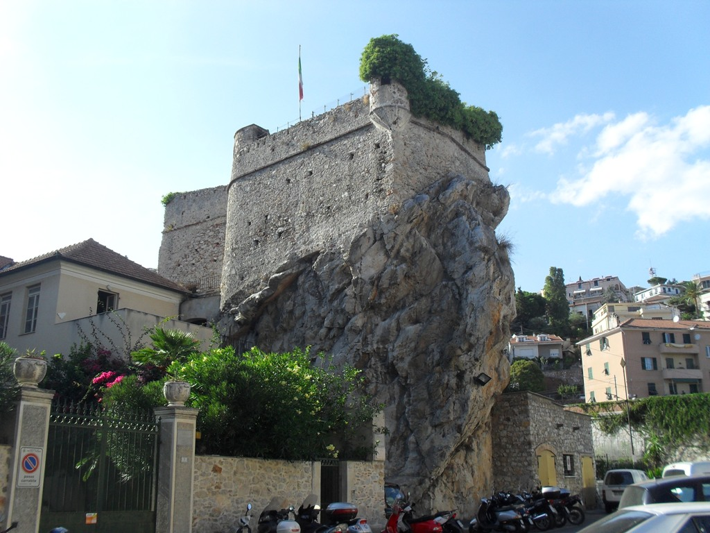 Bilocale Pietra Ligure Corso Italia 8
