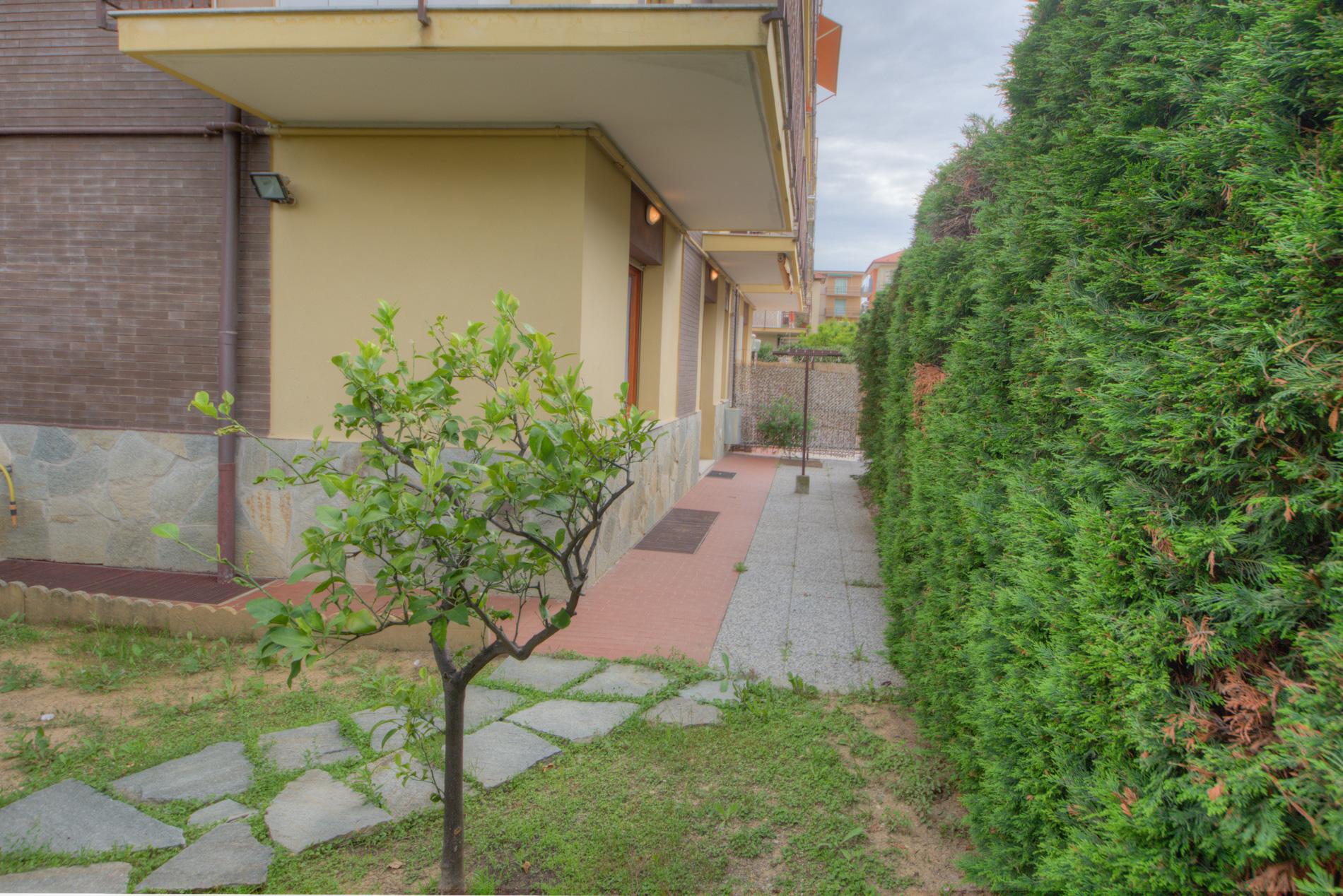 Bilocale Pietra Ligure Via Pinee 10