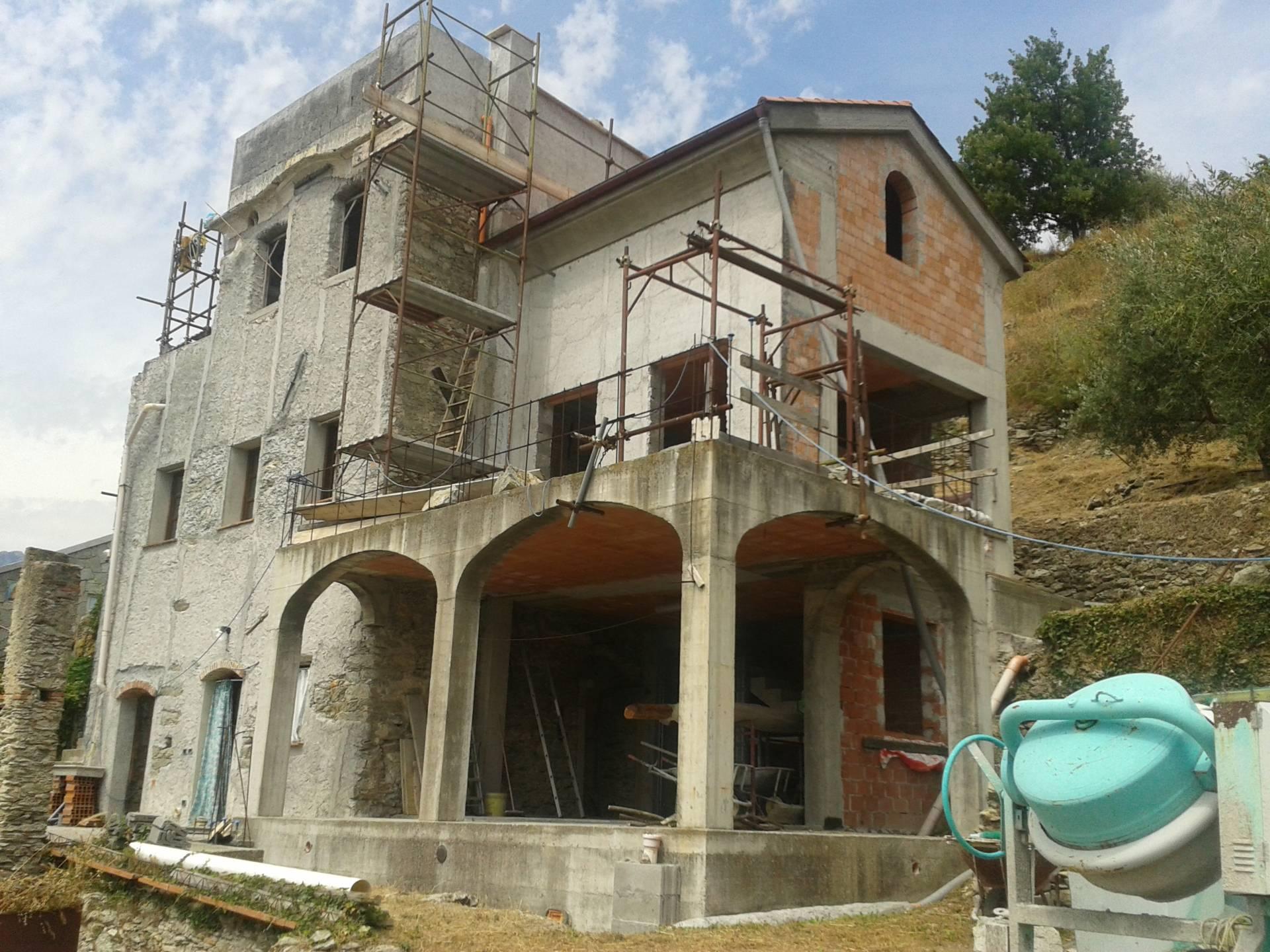 Rustico / Casale in vendita a Pietra Ligure, 6 locali, zona Località: ENTROTERRA, prezzo € 230.000 | CambioCasa.it