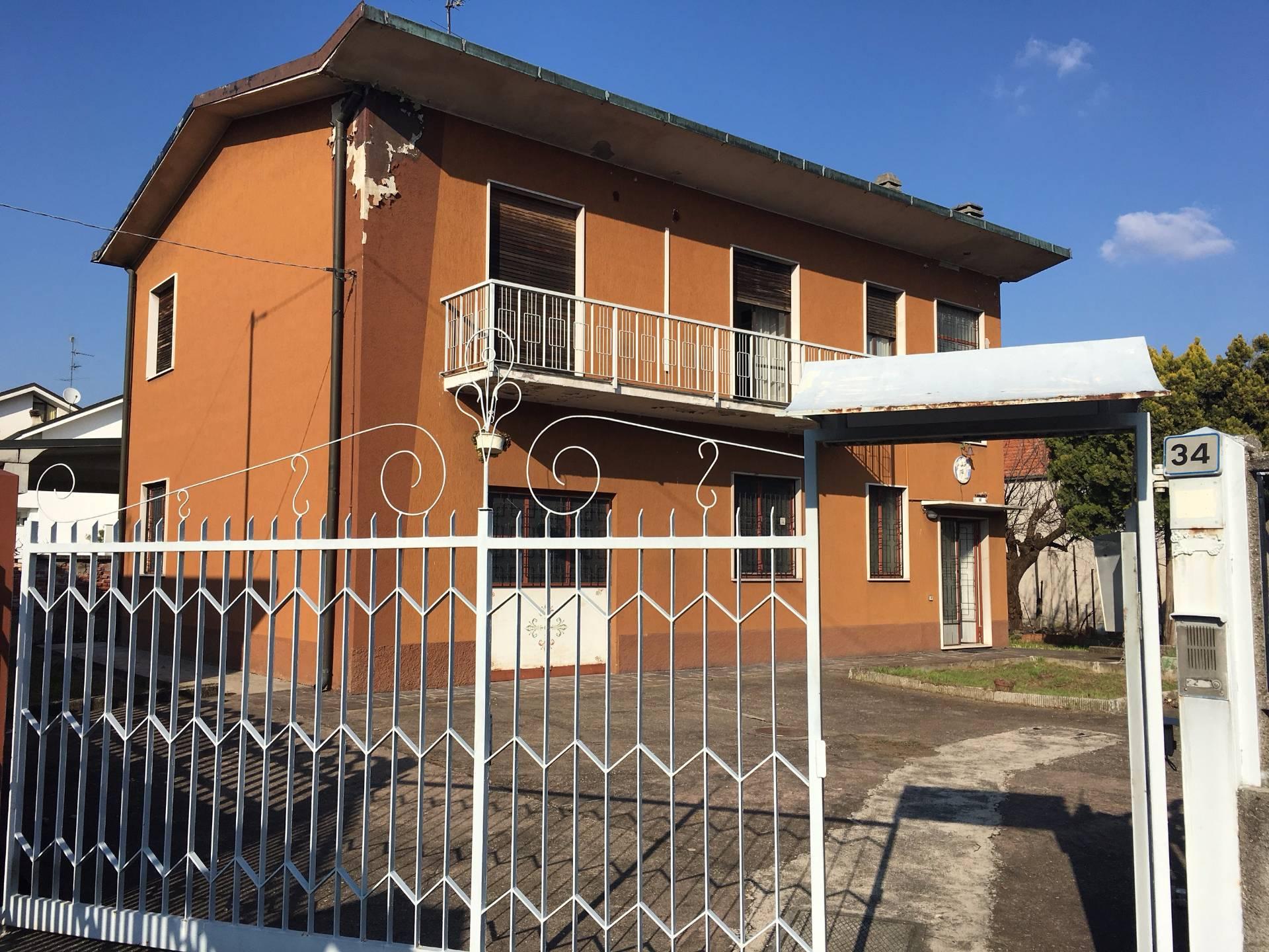 Villa in vendita a Saronno, 3 locali, zona Zona: Acquilone, prezzo € 259.000 | Cambio Casa.it