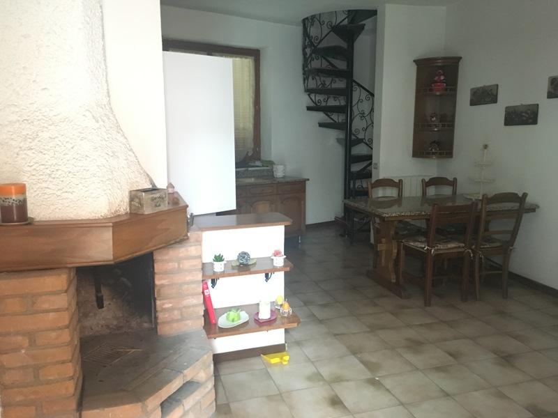 Appartamento in vendita a Uboldo, 2 locali, prezzo € 70.000 | Cambio Casa.it