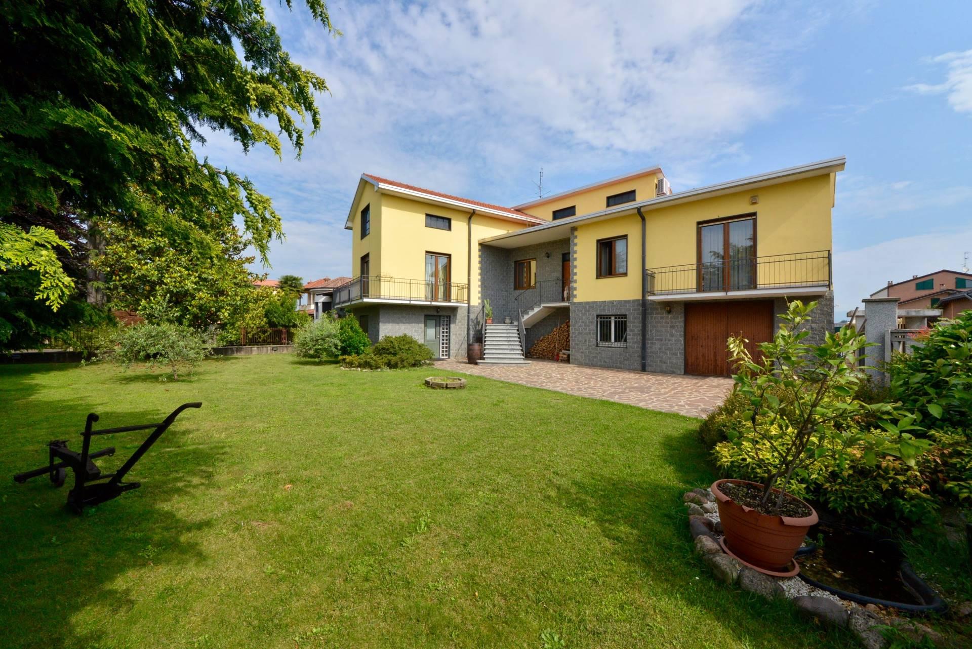 Villa in vendita a Ceriano Laghetto, 6 locali, prezzo € 560.000 | Cambio Casa.it