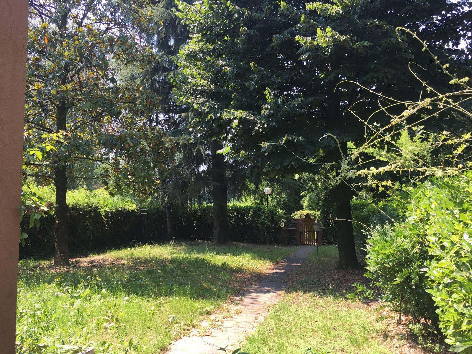 Villa in vendita a Arese, 5 locali, prezzo € 350.000 | Cambio Casa.it