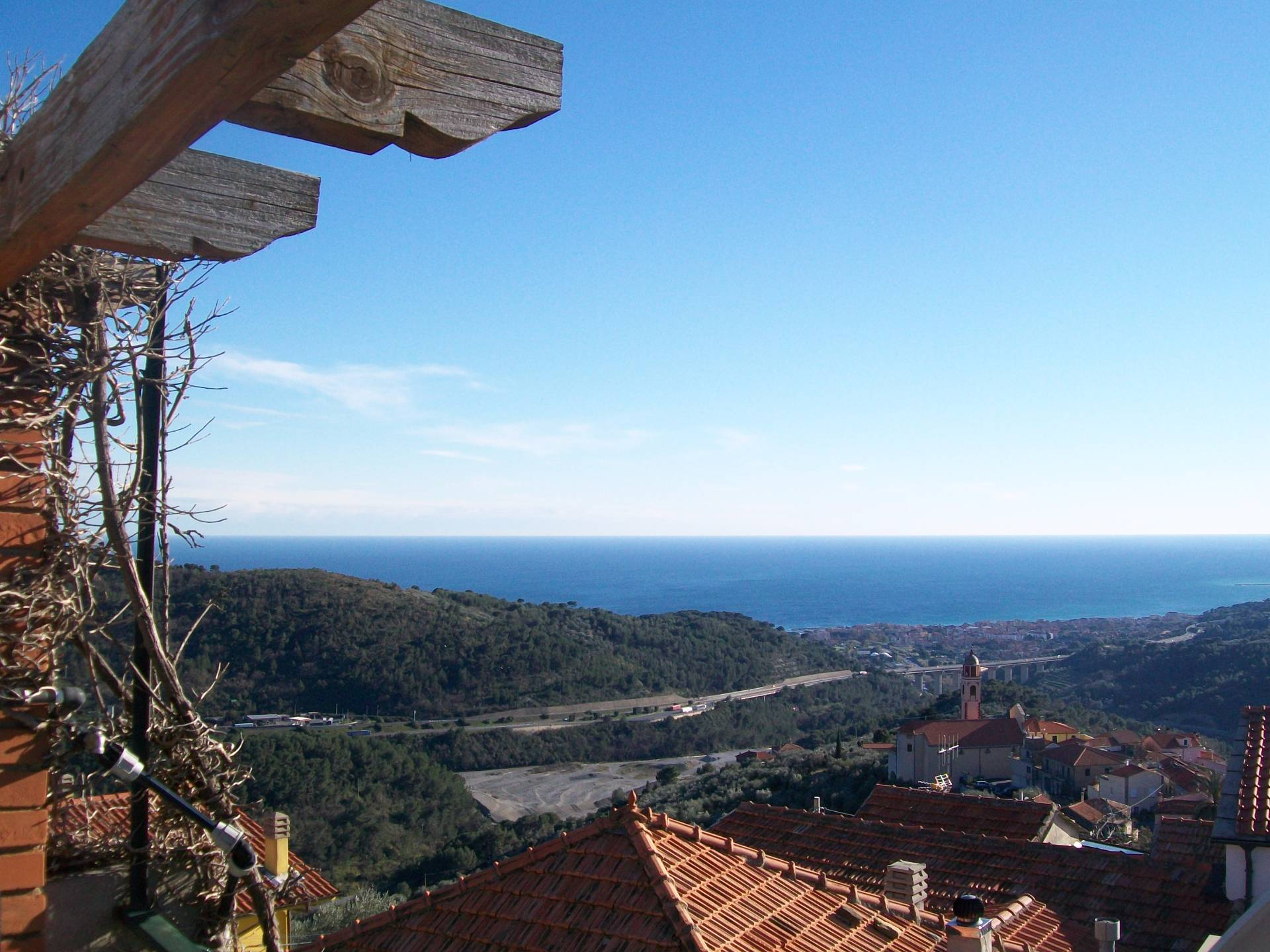 Appartamento in vendita a San Bartolomeo al Mare, 5 locali, zona Zona: Chiappa, prezzo € 98.000 | CambioCasa.it