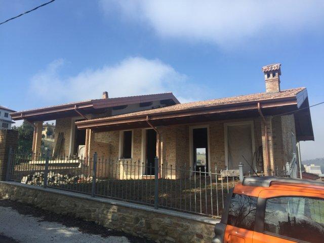 Villa in Vendita a Canneto Pavese