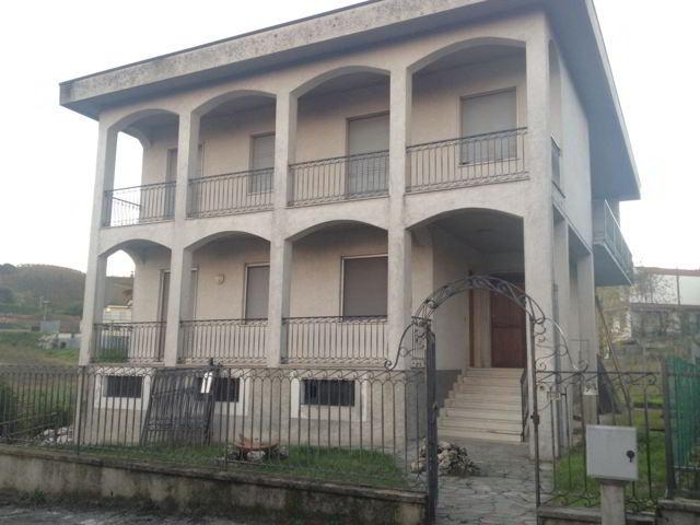 Palazzo / Stabile in vendita a Stradella, 6 locali, prezzo € 265.000 | Cambio Casa.it