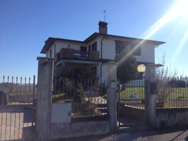 Villa in vendita a Zenevredo, 8 locali, prezzo € 358.000 | Cambio Casa.it