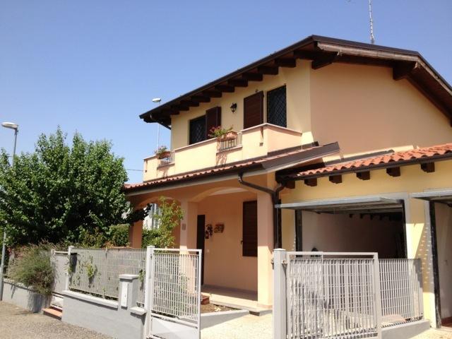 Villa in vendita a Santa Giuletta, 4 locali, prezzo € 170.000 | CambioCasa.it