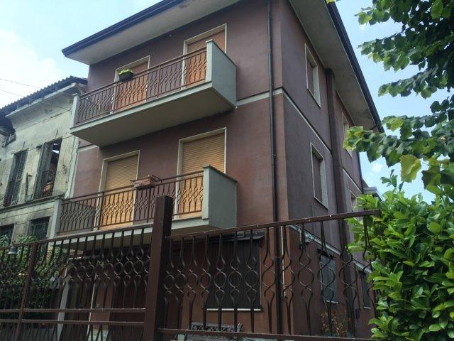 Villa in Vendita a San Damiano al Colle