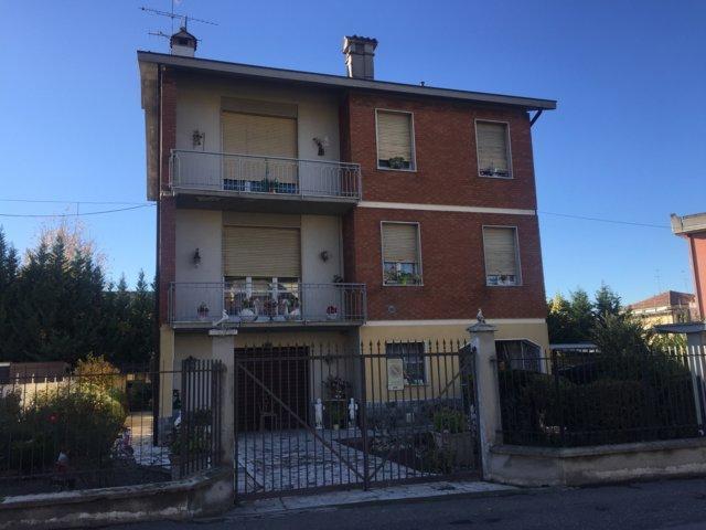 Villa in vendita a Stradella, 9 locali, prezzo € 240.000 | Cambio Casa.it