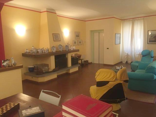 Palazzo / Stabile in Vendita a Stradella