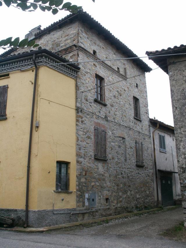 Palazzo / Stabile in Vendita a Santa Maria della Versa