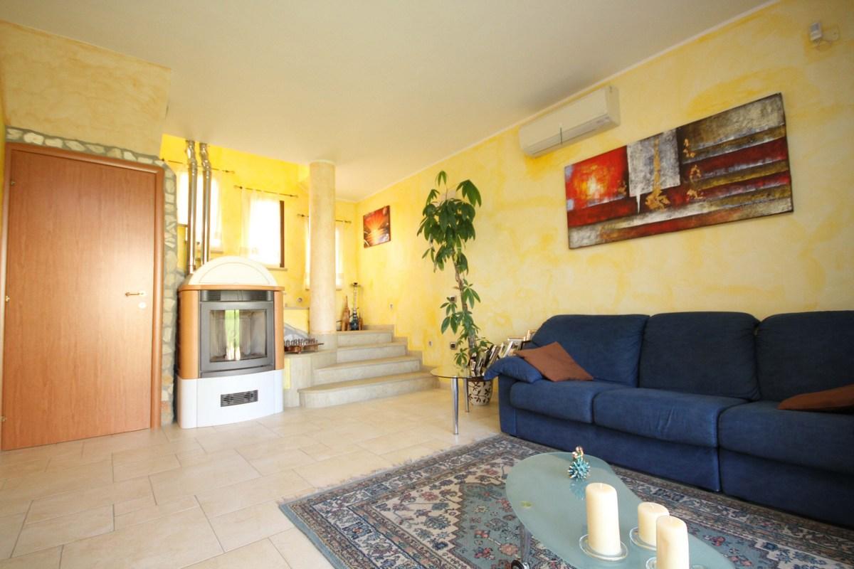 Soluzione Indipendente in vendita a Quartu Sant'Elena, 5 locali, prezzo € 285.000 | Cambio Casa.it
