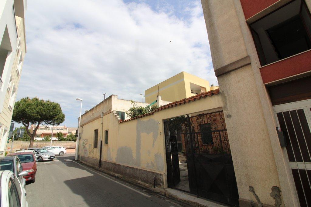 Soluzione Indipendente in vendita a Cagliari, 5 locali, zona Zona: Pirri, prezzo € 239.000 | CambioCasa.it