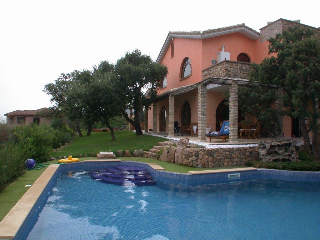 Villa in vendita a Capoterra, 12 locali, Trattative riservate | CambioCasa.it