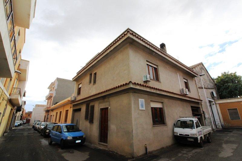 Soluzione Indipendente in vendita a Quartu Sant'Elena, 5 locali, zona Località: CentroViaCagliari-Merello, prezzo € 235.000 | CambioCasa.it