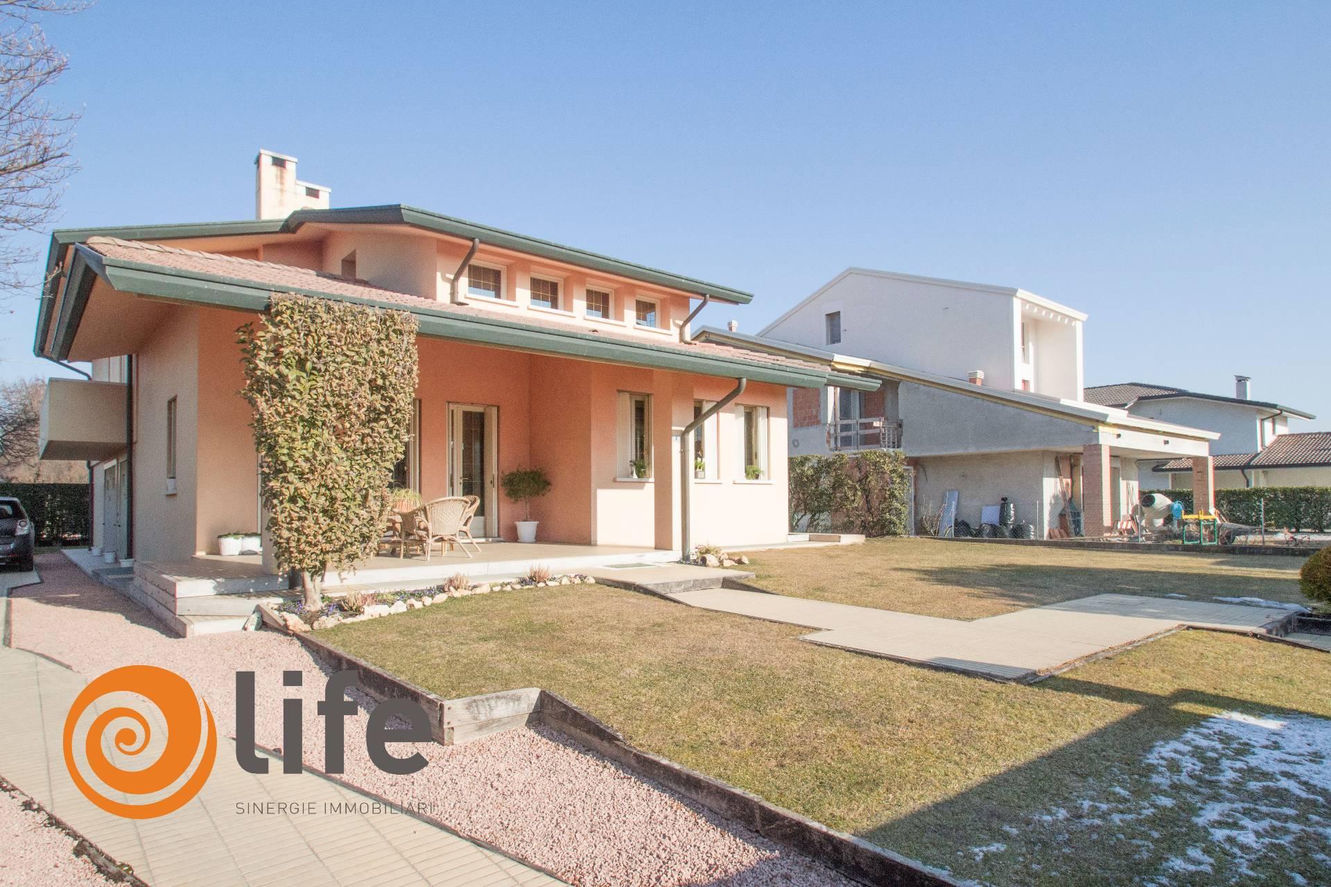 Villa in vendita a San Martino di Lupari, 14 locali, prezzo € 410.000 | CambioCasa.it