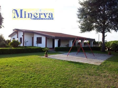Villa in vendita a Nettuno, 7 locali, zona Zona: Zucchetti, prezzo € 530.000 | Cambio Casa.it