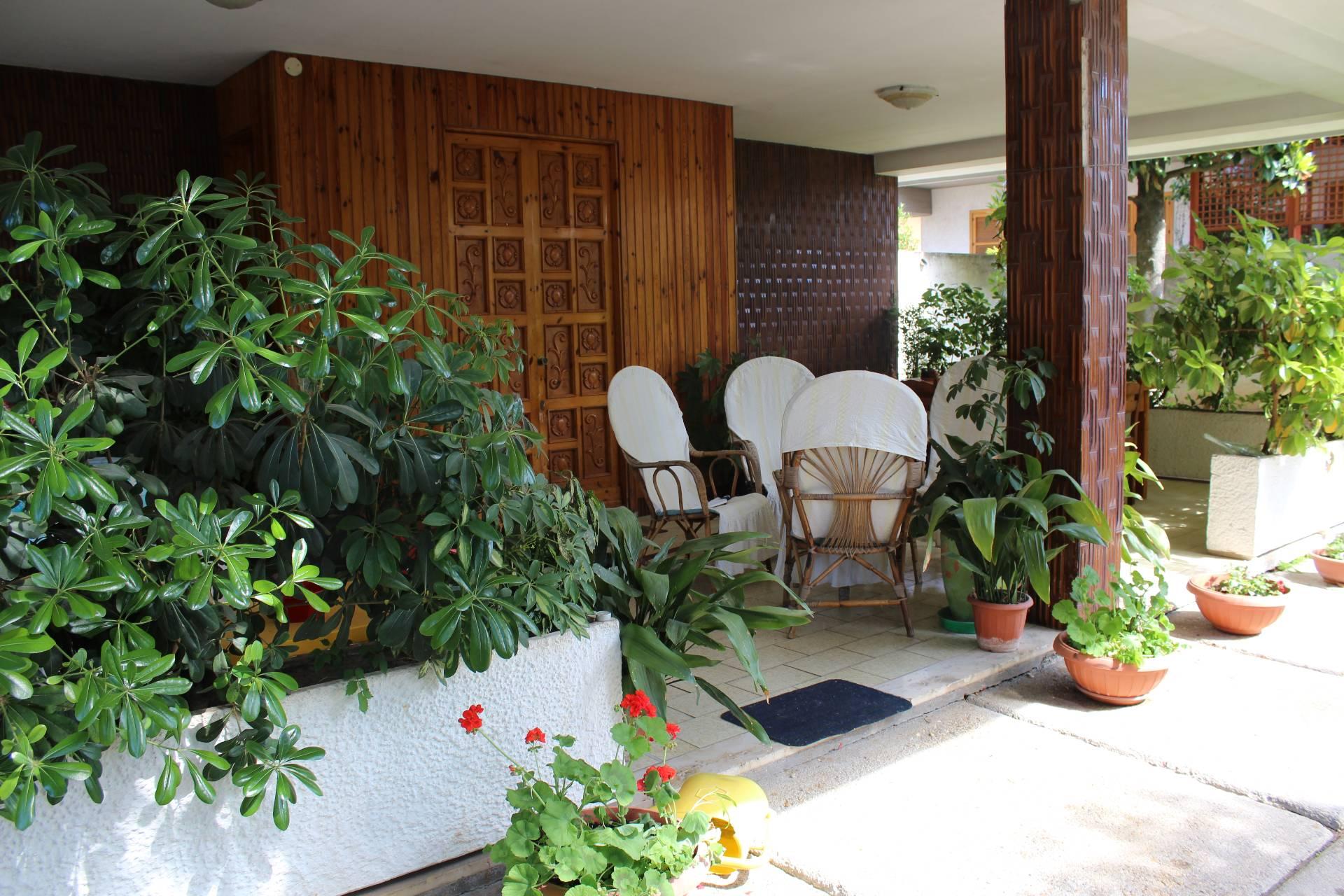 Villa in vendita a Spoltore, 10 locali, zona Località: VillaRaspa, prezzo € 260.000 | CambioCasa.it