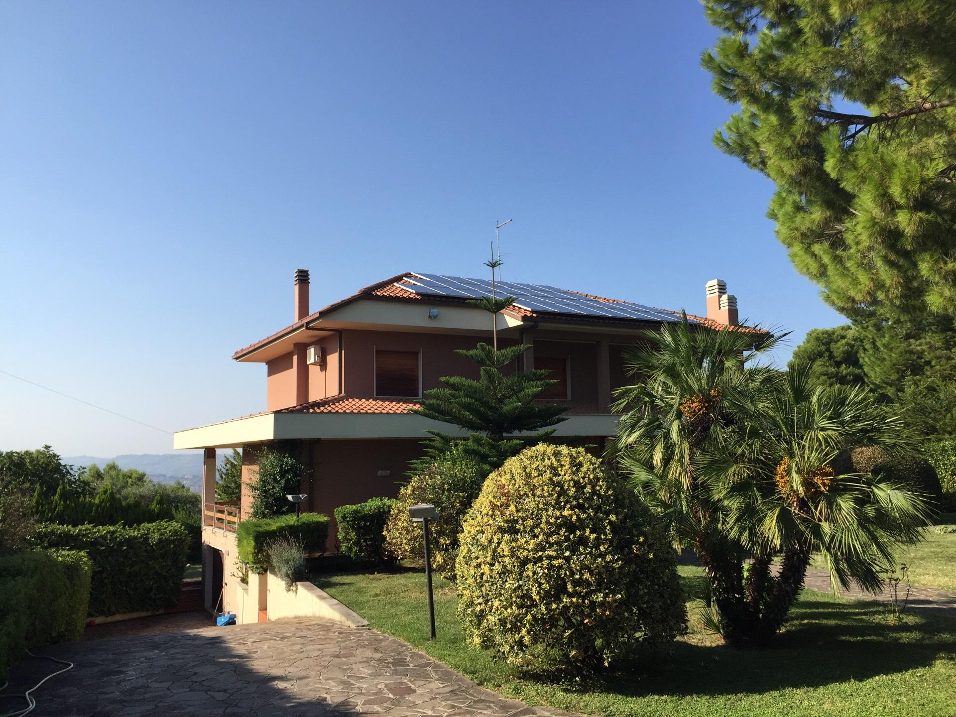 Villa in vendita a Montesilvano, 11 locali, prezzo € 658.000 | Cambio Casa.it