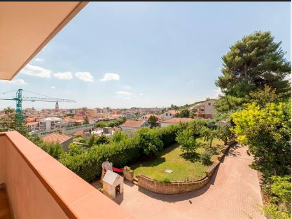 Villa in vendita a Pescara, 9 locali, zona Località: ZonaNord, prezzo € 468.000 | CambioCasa.it