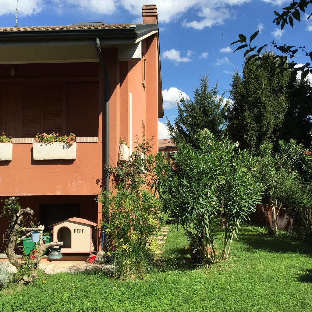 Villa Bifamiliare in vendita a San Donato Milanese, 9 locali, zona Località: Poasco, prezzo € 680.000 | Cambio Casa.it