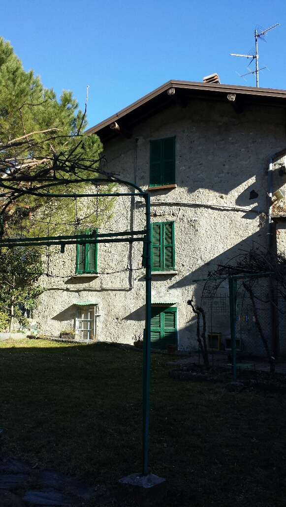 Bilocale Barni Via Aimonti 4