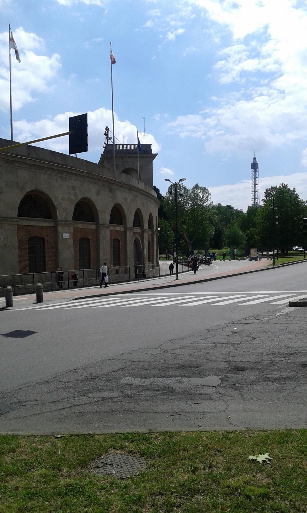 Bilocale Milano Via Canonica 2