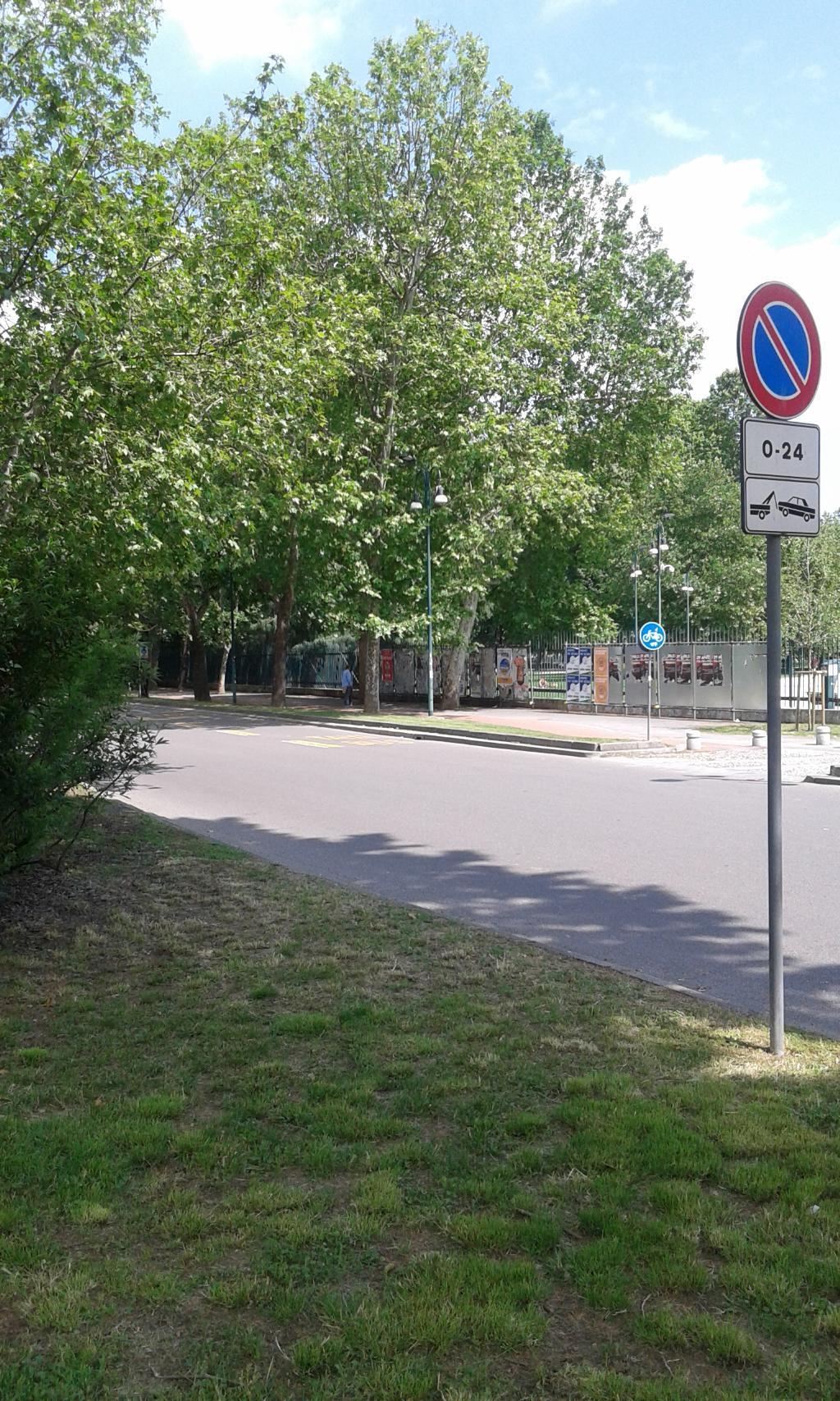 Bilocale Milano Via Canonica 3