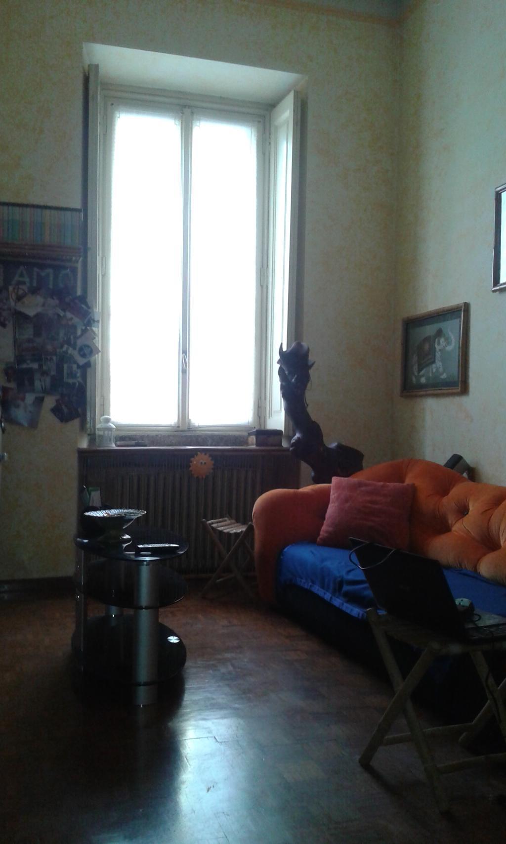 Bilocale Milano Via Boccaccio 2