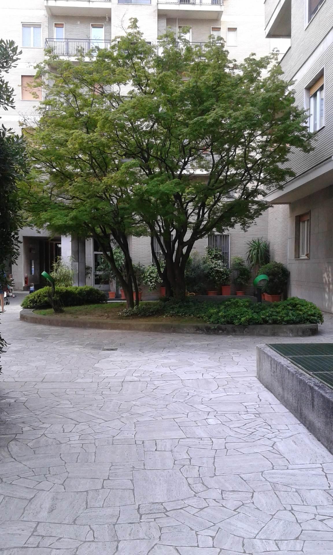 Bilocale Milano Via Canonica 10