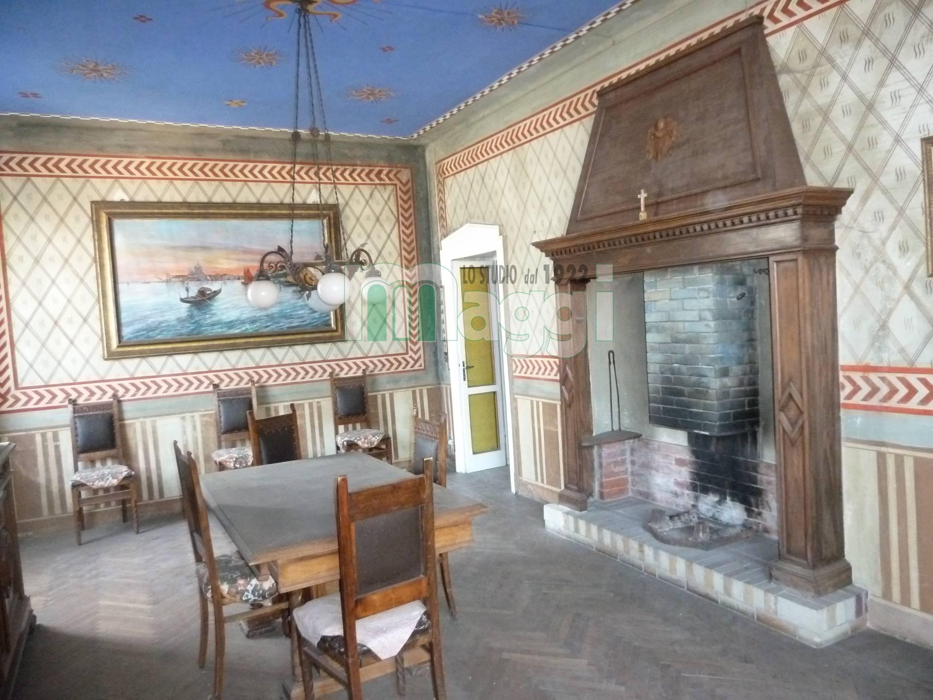 Villa in Vendita a Caglio: 5 locali, 300 mq