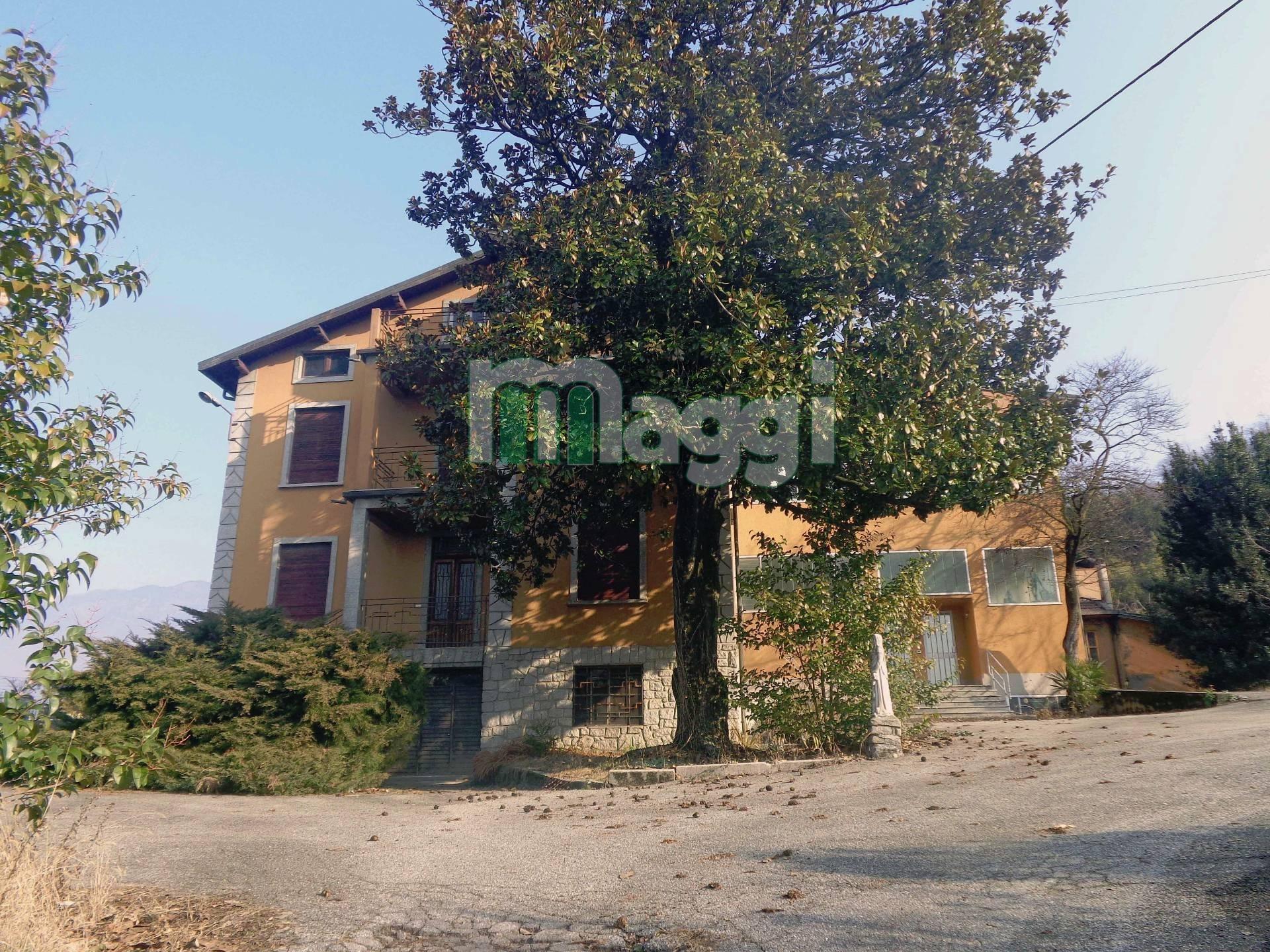 Villa in Vendita a Gemonio: 5 locali, 1500 mq